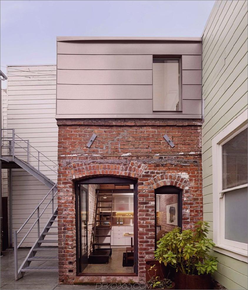 Moderner roter Backstein auf einem kleinen Haus