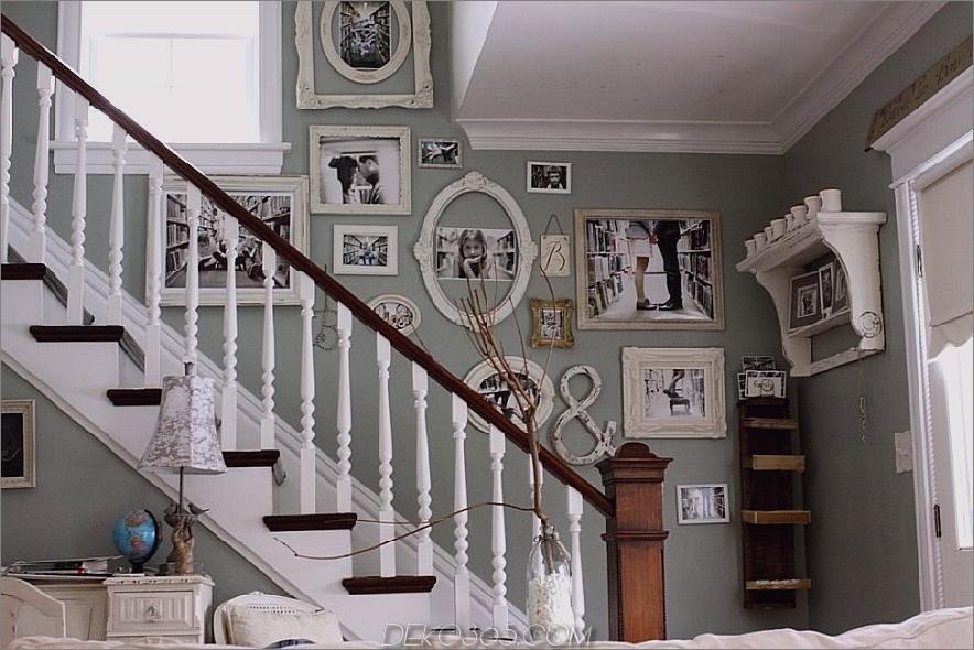 Treppenwand gefüllt mit Familienfotos 900x600 15 Einzigartige und trendige Treppenschmuck
