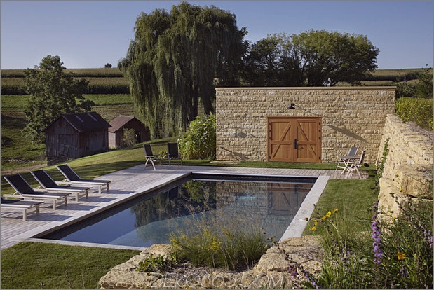 pool-wall-at-thistle-hill.jpg