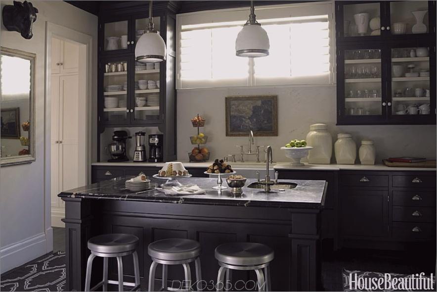 Traditionelle Küche mit schwarzen Schränken 900x600 15 Schwarze Küchenschränke, für die Sie Swoon brauchen