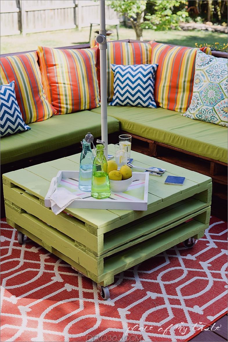 grüne Gartenmöbel 15 Paletten-Patio-Möbel, um Ihre Außendekoration zu entfalten