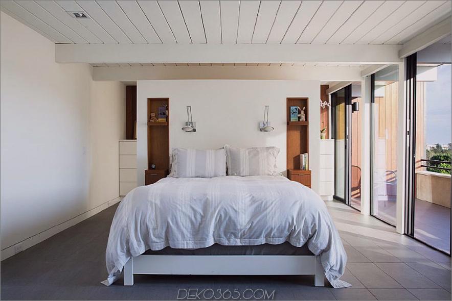 Verglaste Balkonwände beleuchten Schlafzimmer mit Tageslicht