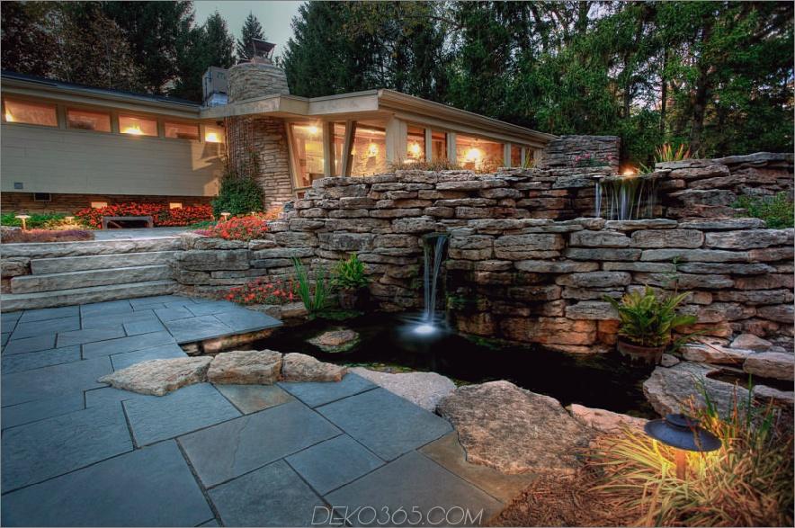 Schöner Outdoor Koi-Teich zu Hause 900x597 20 Koi-Teiche, die Ihrem Zuhause ein bisschen Magie verleihen
