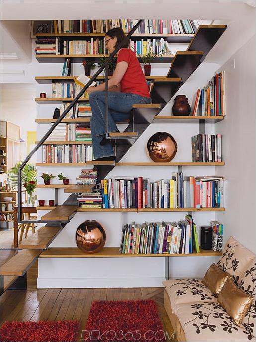 Hölzernes sich hin- und herbewegendes Treppenhaus-Bücherregal