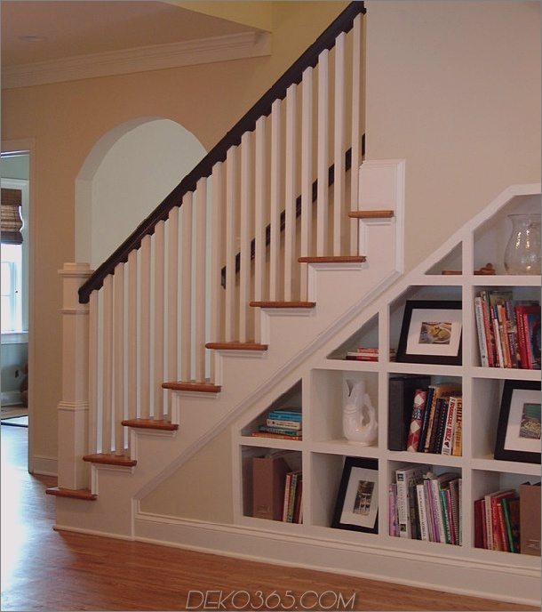 Weißes Staircase-Bücherregal