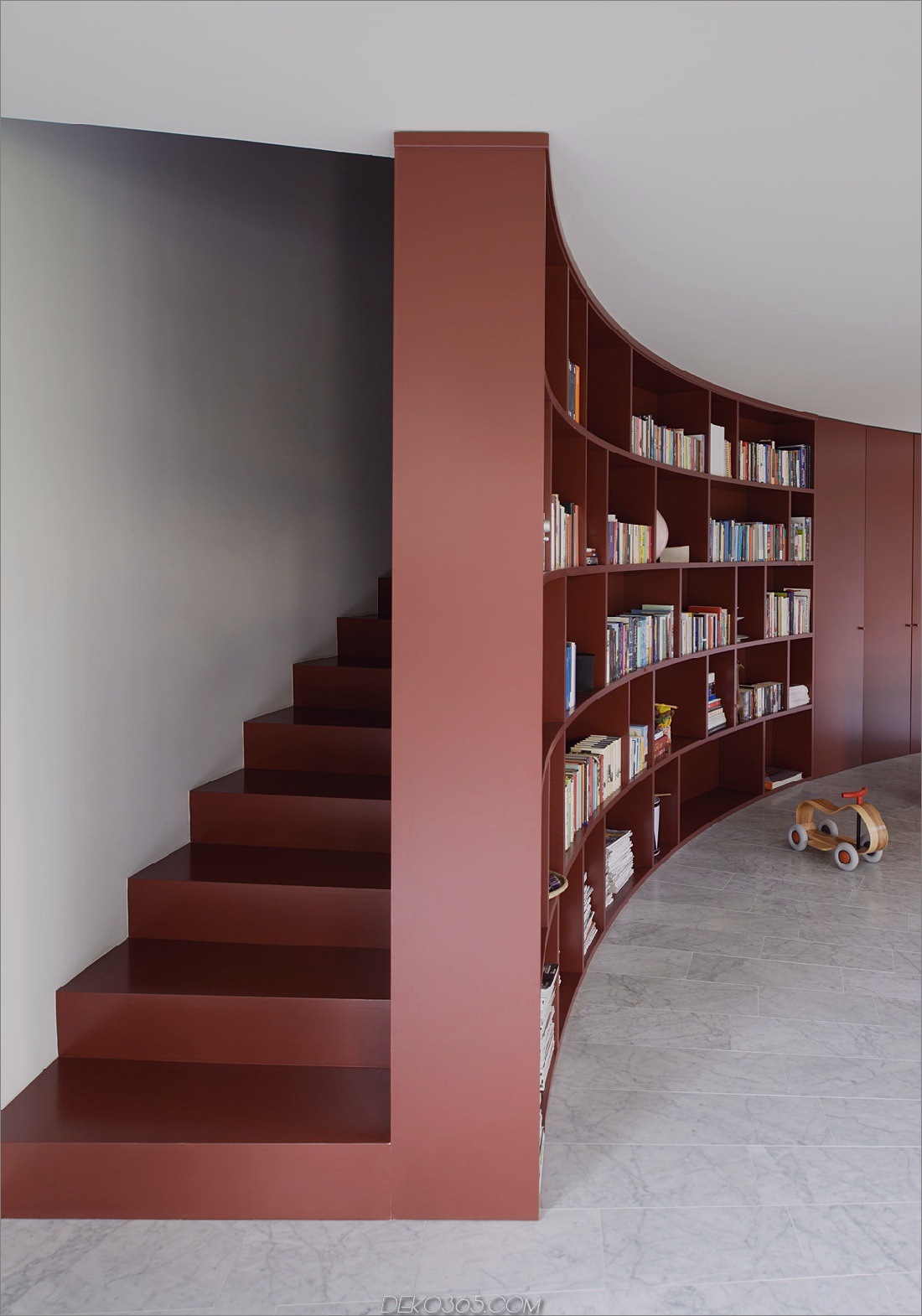 Verdeckter Treppenhaus-Bücherregaleingang
