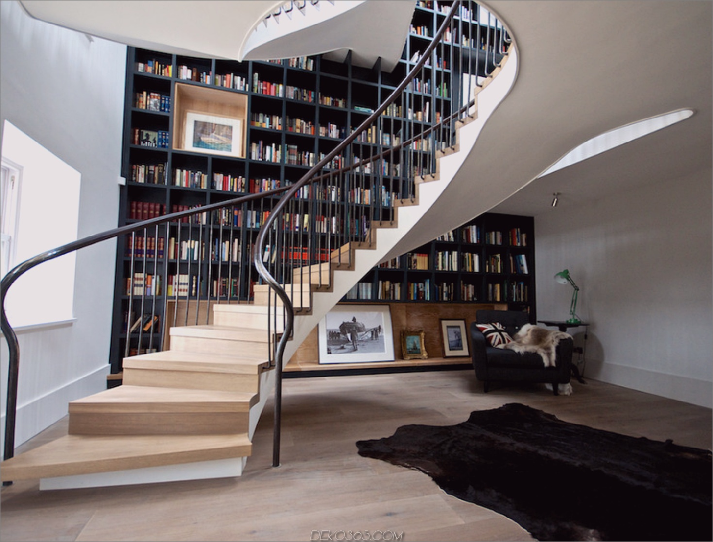 Wirbelnde Bücherregal Treppenhaus