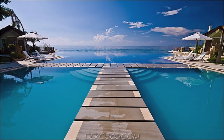 Infinity-Pool im Acuatico Beach Resort, Philippinen