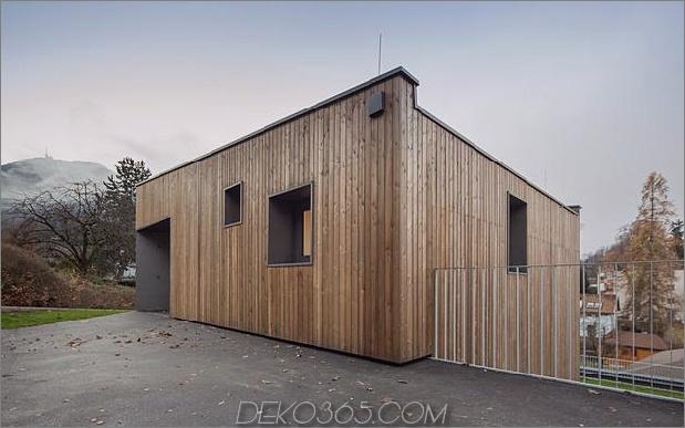 3-stöckiges Haus-Steilhang-Gras-überdachte Garage-6-exterior.jpg