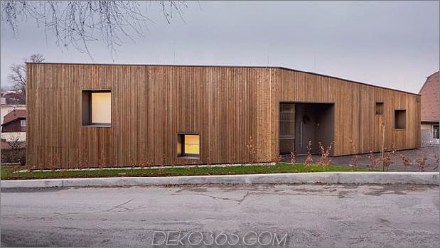 3-stöckiges Haus-steiler Hang-Gras-überdachte Garage-8-exterior.jpg