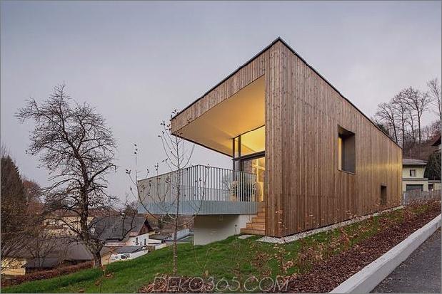 3-stöckiges Haus-Steilhang-Gras-überdachte Garage-9-Terrasse.jpg