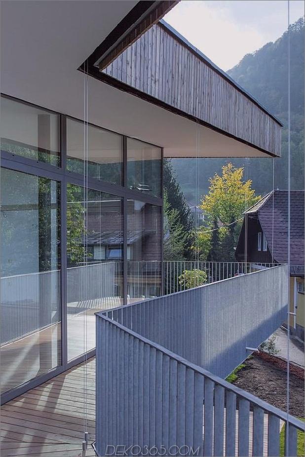 3-stöckiges Haus-Steilhang-Gras-überdachte Garage-11-Terrasse.jpg