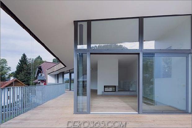 3-stöckiges Haus-Steilhang-Gras-überdachte Garage-12-social.jpg