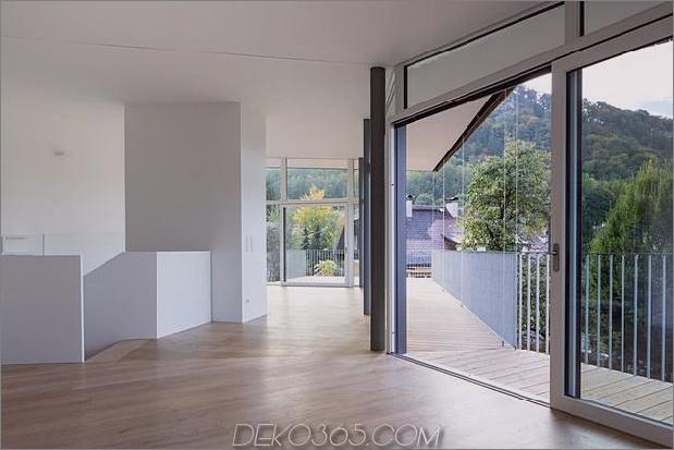 3-stöckiges Haus-Steilhang-Gras-überdachte Garage-16-Stiege.jpg