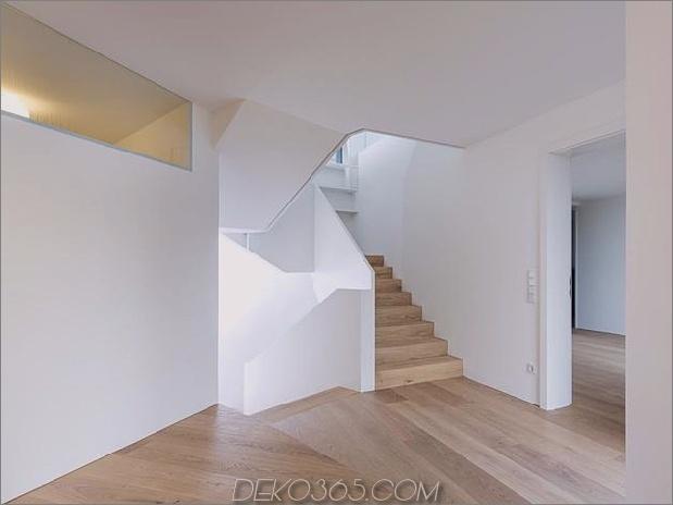 3-stöckiges Haus-Steilhang-Gras-überdachte Garage-17-downstairs.jpg