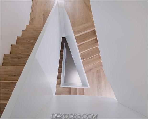 3-stöckiges-Haus-steiler Hang-Gras-überdachte Garage-19-Treppen.jpg