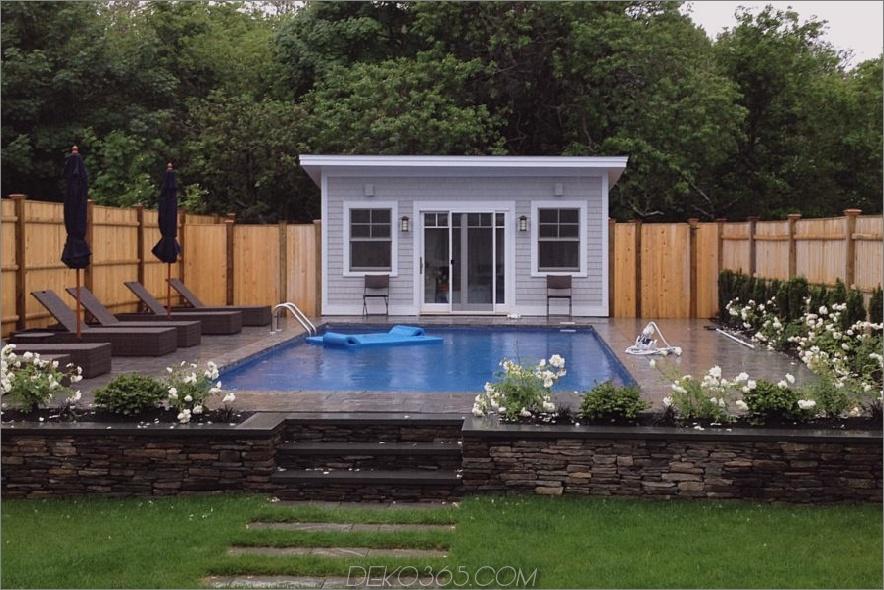 Haus mit Tagesbetten für den Poolbereich
