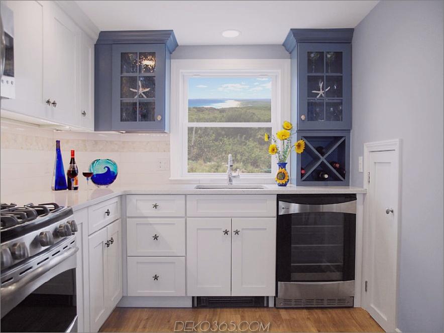 Zweifarbige-Küchenschränke-Blau-Strand-Stil-Küche-mit-Weiß-Schrank