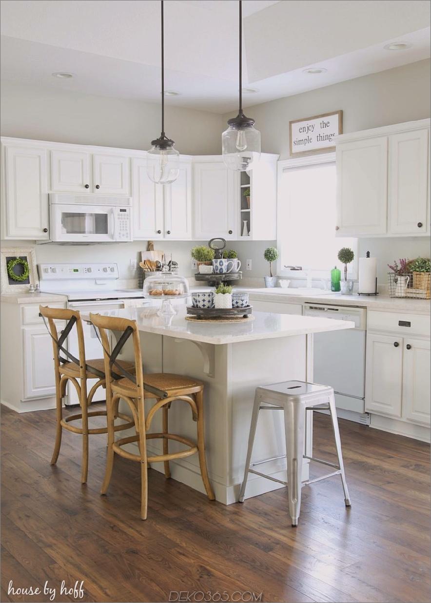 Moderne Küche mit Insel- und Barstühlen 900x1260 36 Moderne Bauernhausküchen, die zwei Stile perfekt miteinander verbinden