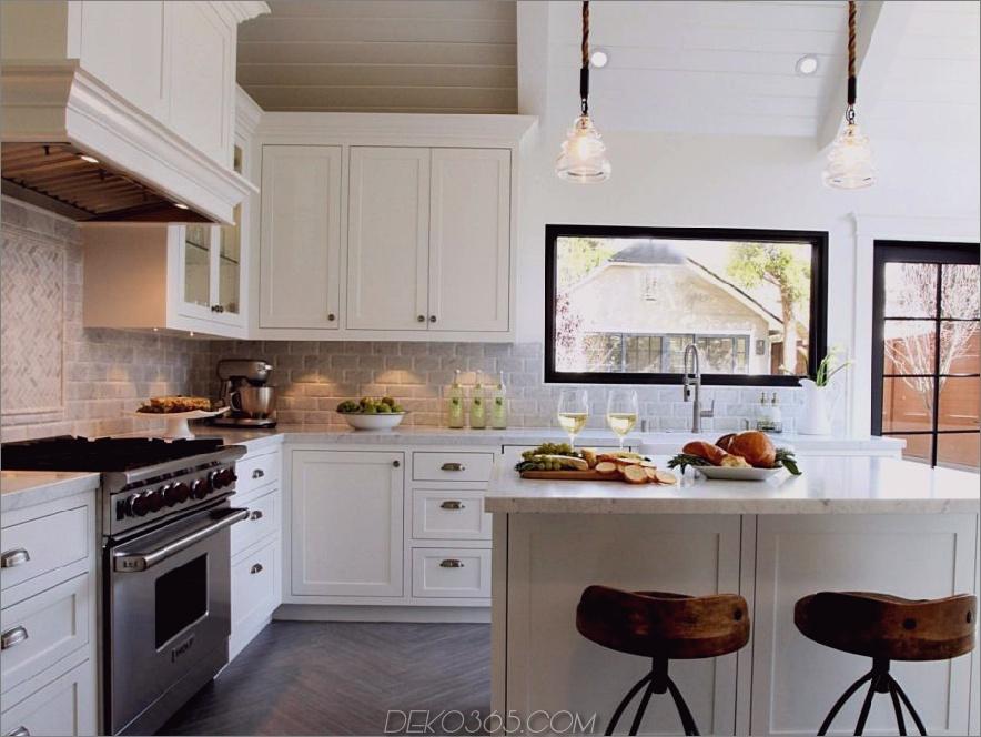 Holzfußboden- und Sparrenmuster in der Küche