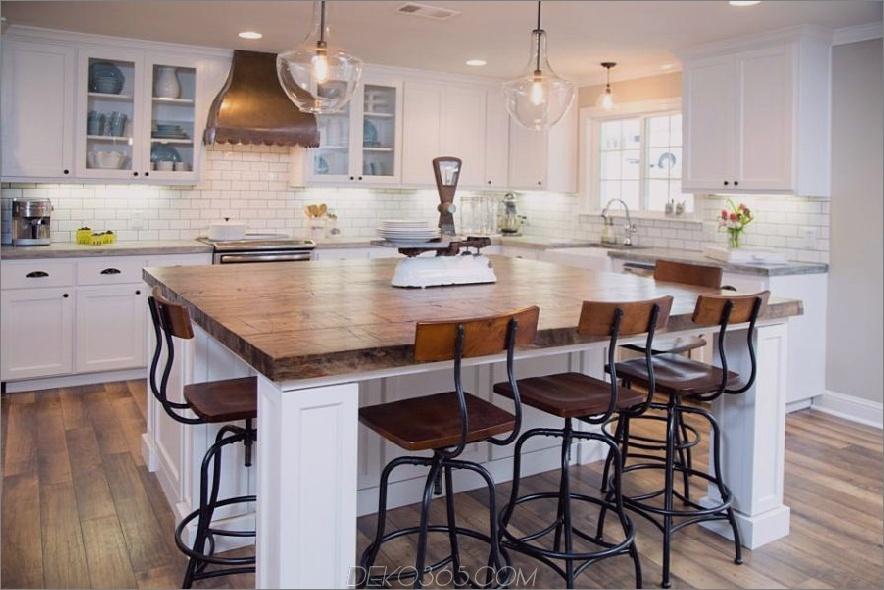 Bauernhausküche Design mit industriellen Stühlen
