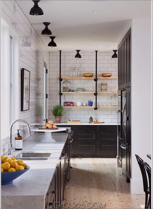 Schwarzes Küchenbauernhausdesign