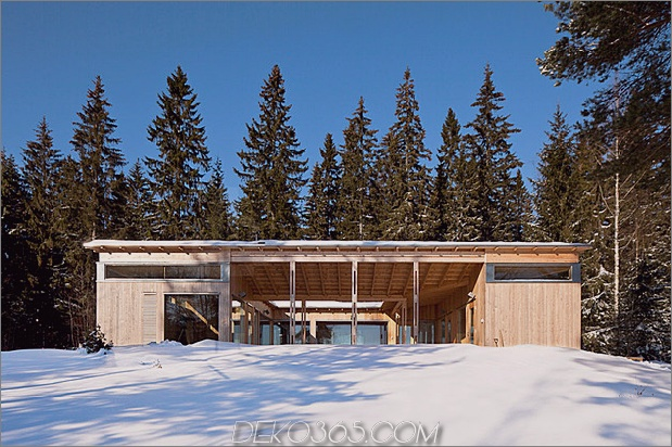4-season-timber-cottage-built-by-single-carpenter-3-front-day.jpg
