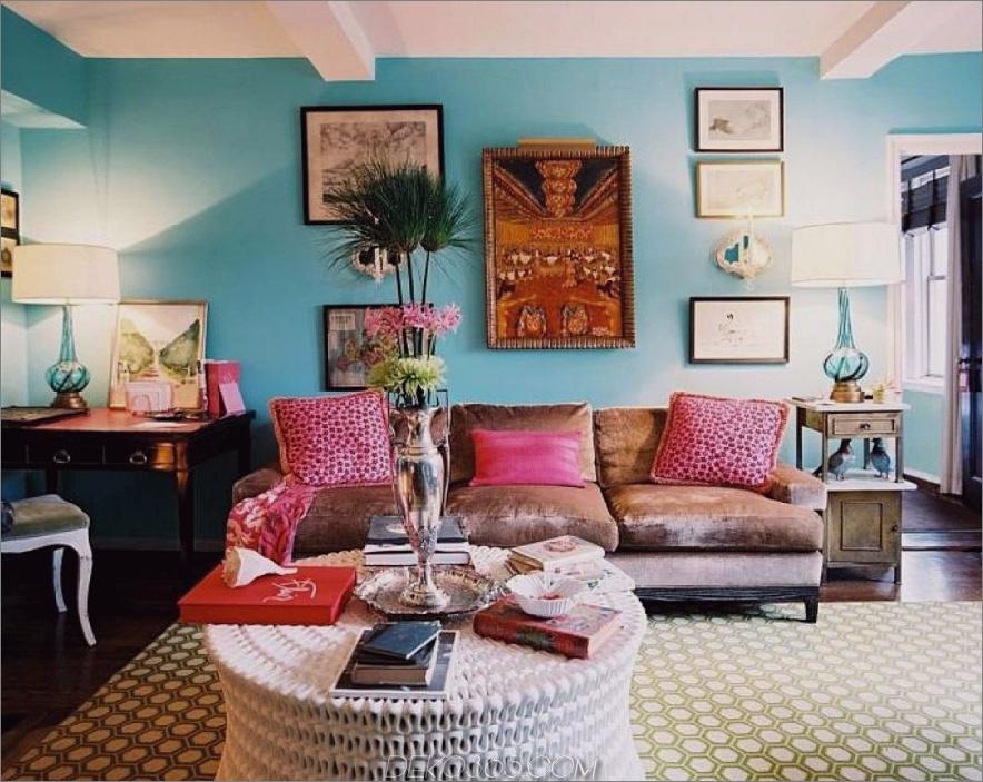Blau-Wohnzimmer-Wände-mit-Braun-Sofa-und-Rosa-Kissen-mit-Bogen-Lampe-und-auch-Gut-Innendekoration