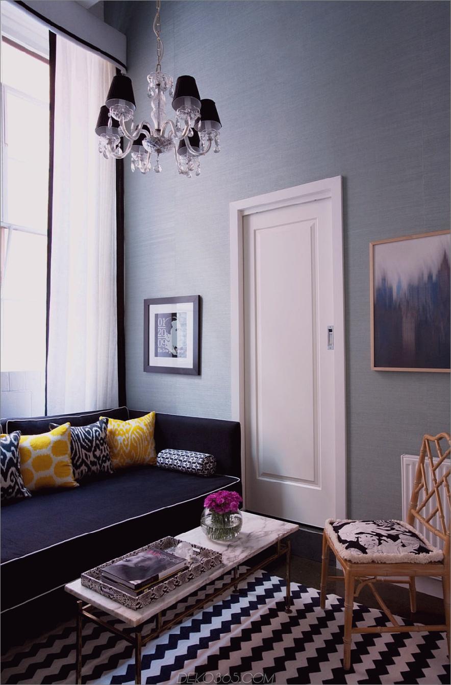 Nook-Living-Room-Marine-Daybed-Faux-Bambus-gelegentlich-Stuhl-Gelb-und-Blau-Print-Kissen-Light-Petrol-Grasscloth-Tapete-Schwarz-White-Fenster-Dressing-Zick-Zack-Teppich-diane- Bergeron