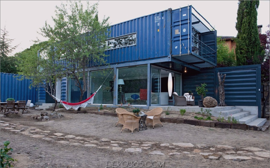 Versandbehälter Haus in El Tiemblo von James & Mau Arquitectura