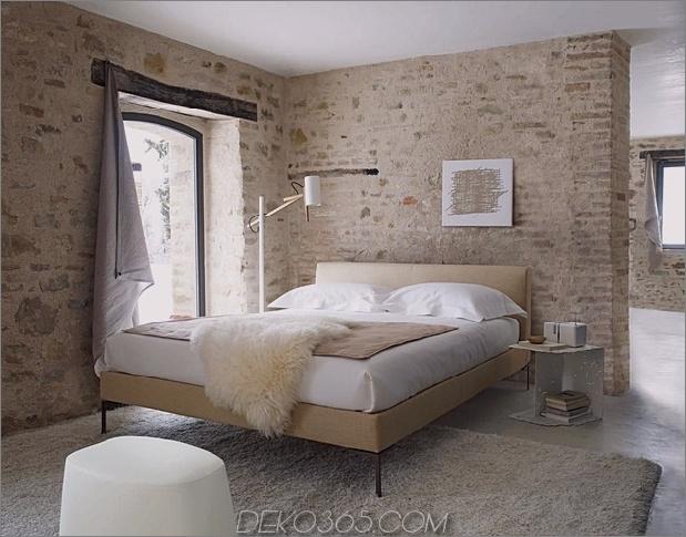 Landhausstil-Schlafzimmer-mit-Ziegelwänden-bb-italia-charles.jpg