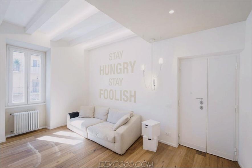 Der weiße Wohnbereich verfügt über inspirierende Ausdrücke an der Wand 900x600. Das All White Ethereal House ist ein platzsparendes Apartment in Rom