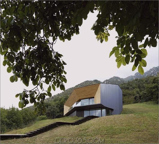 2-stöckiges Hauszugriff auf beide Ebenen des Berges 2 thumb 630xauto 52493 Alpine Villa Clever verwendet den Hügel, um einen riesigen bewaldeten Hof zu en