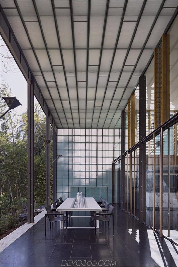 alte Hütte-bekommt-glänzendes Glas-Hinzufügung-mit-Gartenansicht-8.jpg