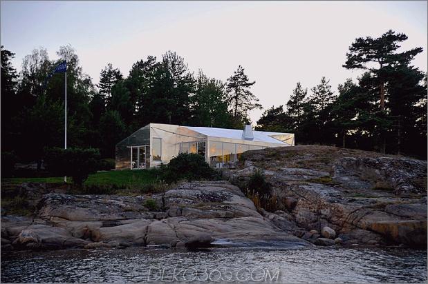 kleine Kabine mit Seeseite, die mit Aluminium verkleidet ist