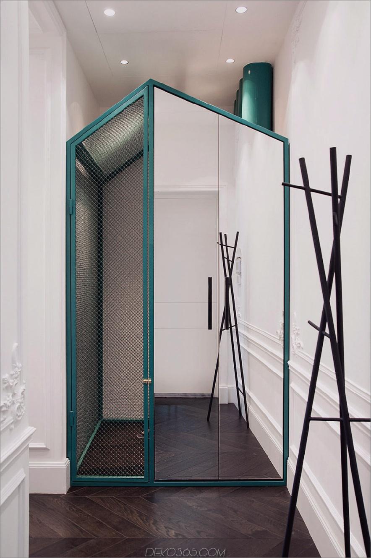Haus in einem Hausschrank auf dem Flur verstärkt den Raum mit einem Spiegel 900 x 1355 19. Jahrhundert Apartment wird in Kiew modernisiert