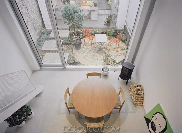 weiß-stadthaus-mit-offen-interieur-freistehend-office-8-kitchen-table.jpg