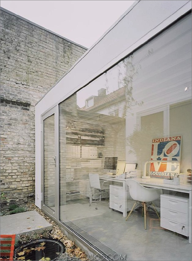 weiß-stadthaus-mit-offen-interieur-freistehend-office-14-office-doors.jpg
