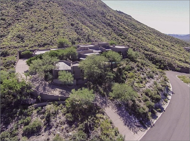 Arizona Desert House mit faszinierenden Features2 thumb 630xauto 64013 Das Arizona Desert Home kombiniert Waterscaping, Xeriscaping und Desertscaping