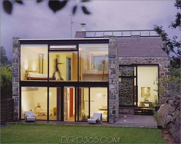 Altes brik Haus mit Glasfenstern