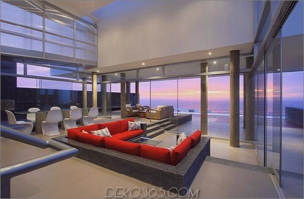 atemberaubend-ultramodern-Strandhaus-mit-Glas-Wände-7-Wohnzimmer-Abend.jpg