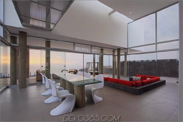 atemberaubend-ultramodern-Strandhaus-mit-Glas-Wände-12-living-space-front.jpg
