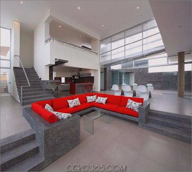 atemberaubend-ultramodern-Strandhaus-mit-Glas-Wände-15-couch.jpg