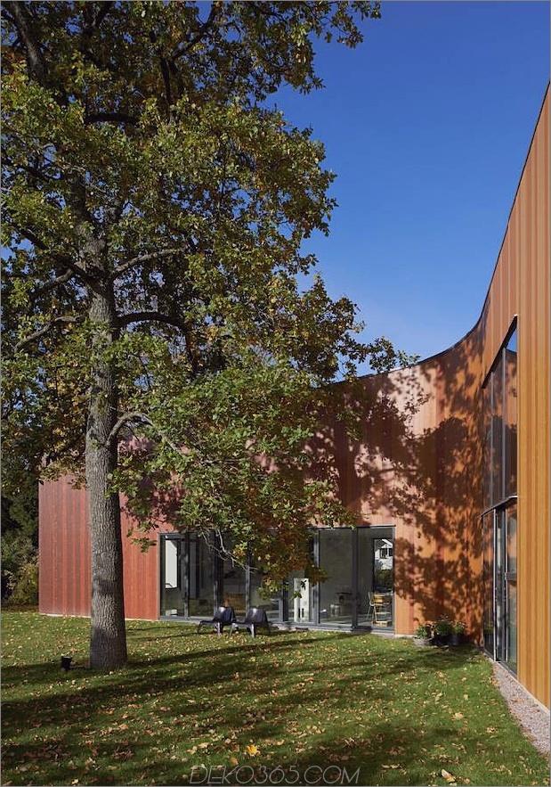 schwungvoll-schwedisch-familienheim-mit-farben-inspiriert-buch-3-kurve-close.jpg