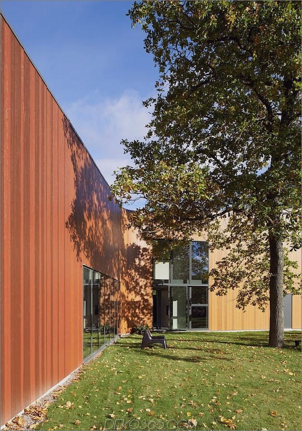schwedisch-schwedisch-familienheim-mit-farben-inspiriertes-buch-4-kurve-side.jpg
