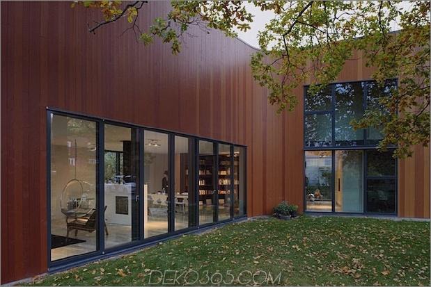 schwungvoll-schwedisch-familienheim-mit-farben-inspiriertes-buch-7-kurve-abendwinkel.jpg
