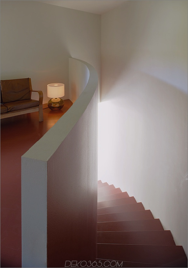 schwedisch-schwedisch-familienheim-mit-farben-inspiriert-buch-14-treppen-top.jpg