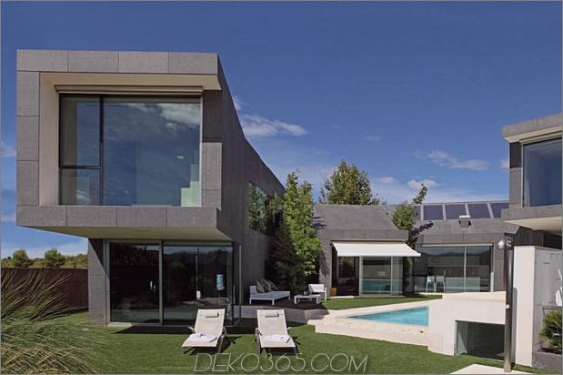 Barcelona Haus mit imposanter Fassade und süßem Innenhof 1 thumb 630x419 26264 Barcelona Haus mit imposanter Fassade und süßem Innenhof