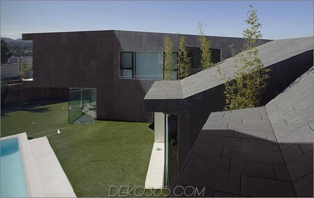 Barcelona Haus mit imposantem Äußerem und süßem Innenhof 2 thumb 630x397 26266 Barcelona Haus mit imposantem Äußerem und süßem Innenhof