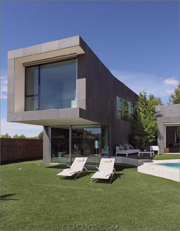 barcelona-house-mit-imposanten aussenansicht-und-süßen-zentralhof-3.jpg